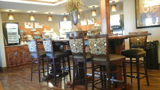 Holiday Inn Express Showlow: Buffet & Dining area