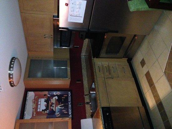 Residence Inn Gulfport-Biloxi Airport - Renovated : Kitchen area