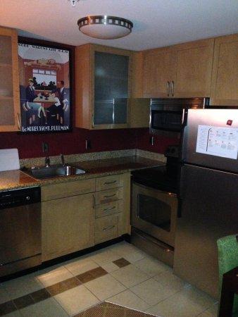 Residence Inn Gulfport-Biloxi Airport - Renovated: Kitchen area