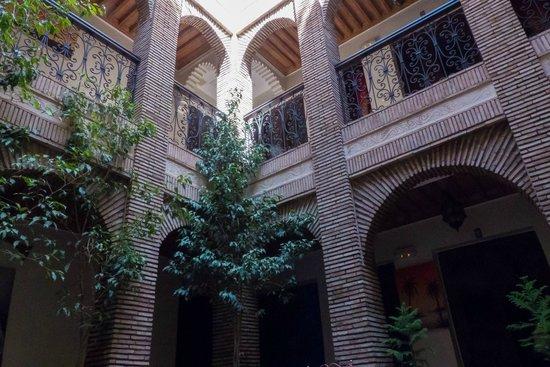 Riad Hotel Assia: Zicht van beneden