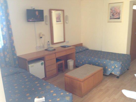 Kissos Hotel: Family room