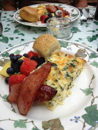 Captain Farris House Bed & Breakfast : Yum, Yum, Yum