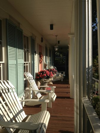 Captain Farris House Bed & Breakfast : Wrap around porch