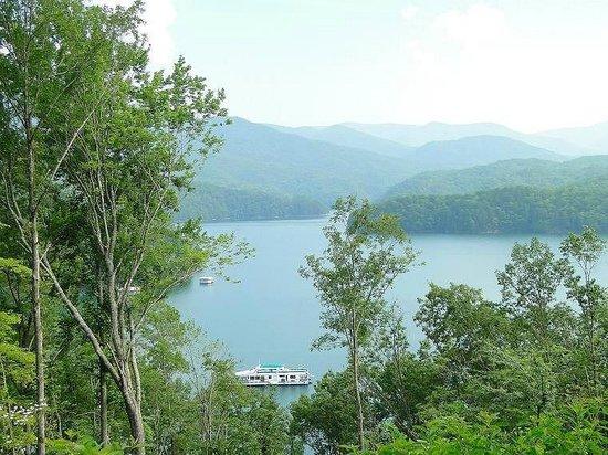 Fontana Lake: the lake