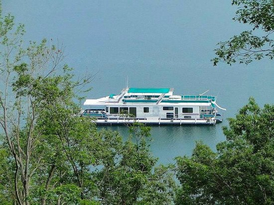 Fontana Lake: houseboat