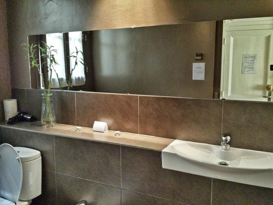 Vrabac Guesthouse: en suite bathroom 2