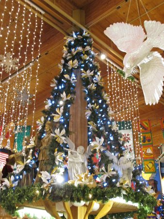 Bronner's Christmas Wonderland: Decorations in the Store - Decorations In The Store - Picture Of Bronner's Christmas Wonderland