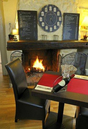 Le tir bouchon : Une salle chaleureuse et conviviale avec sa cheminée...