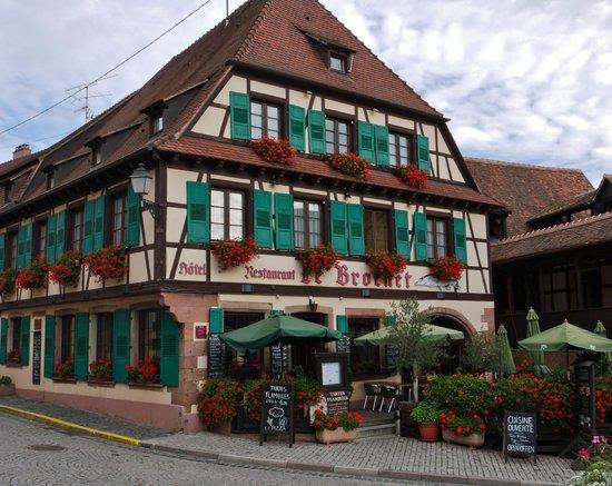 Restaurant Le Brochet: View from across the street