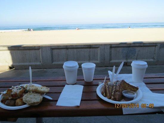 Surfer Beach Hotel: Colazione vicina