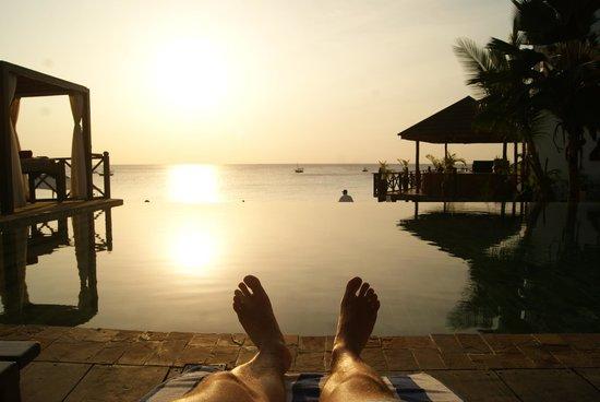 The Z Hotel Zanzibar : sunset at the pool