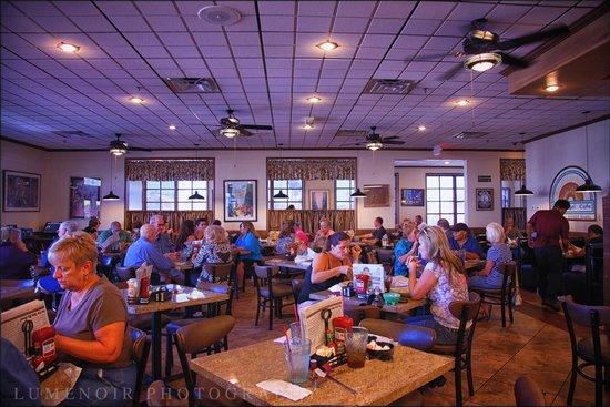 The Bagel Cafe: Busy Breakfast.