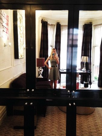 The Athenaeum Hotel & Residences: in the lounge