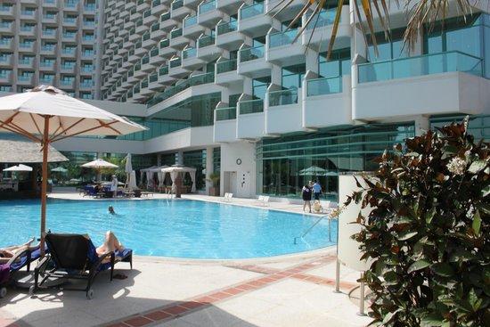 Hilton Dubai Jumeirah Pool