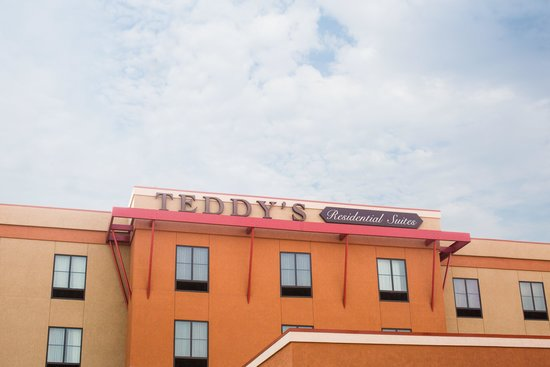 Teddy's Residential Suites : Outside