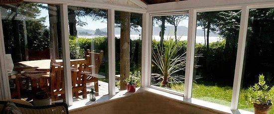 Chesterman Beach Bed and Breakfast: Sun room in Ocean Breeze