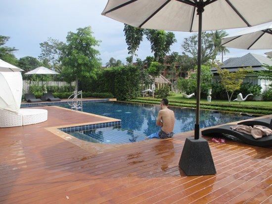 Perennial Resort: Pool