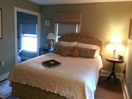 Martin Hill Inn: Beautiful Dashing Wave room