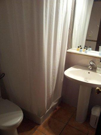 Hotel Morales: SdB très fonctionnelle et propre