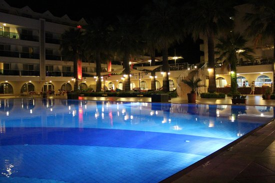 Turunc Resort: Main Pool at night