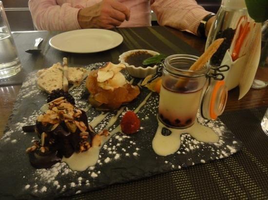 Cafe Cassis: Gormet dessert board!