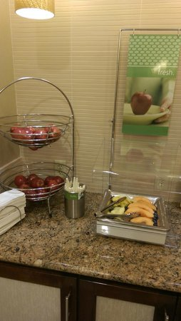 Hampton Inn Linden : breakfast fruits