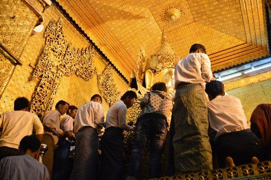 Mahamuni Pagoda: Putting gold leaf on the Buddha