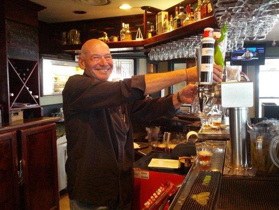 Rumrunner Pub : Bill Singer is the perfect tap man