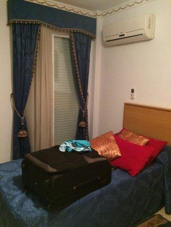Hostal Residencial RR: Chambre double avec clim, balcon