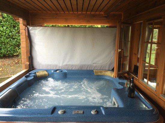 Luxury Lodges Wales: Hot tub