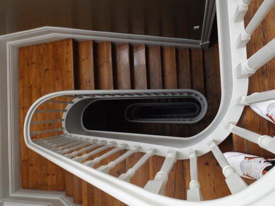 Almada Guesthouse : Staircase.