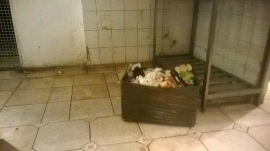 L'Ambiance Resort Bodrum: kitchen.. rotten food left for 4 days never moved