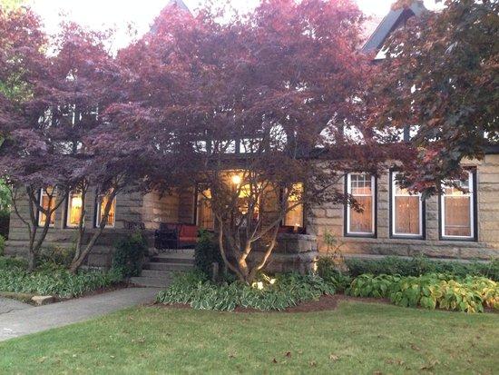 Atlantean Cottage : The Inn at sunset!