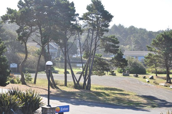 Comfort Inn and Suites Lincoln City: View from our Balcony - Park