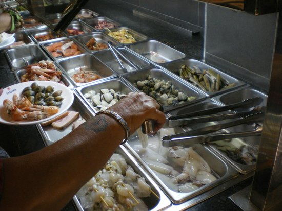 Sakura: plenty of fresh seafood which can be cook on the spot