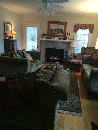 The Haynes White House Inn: Living room
