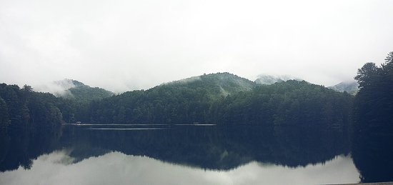 Unicoi State Park & Lodge: Lake by the lodge