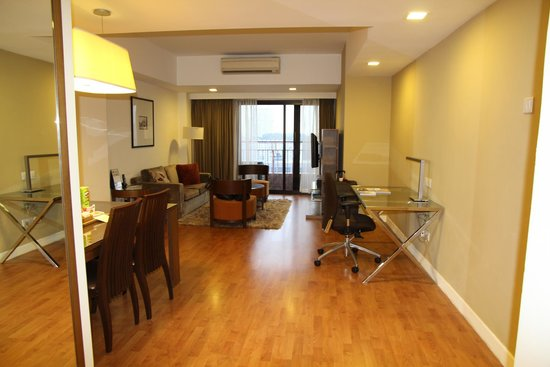 Somerset Liang Court Singapore: From front door into living area