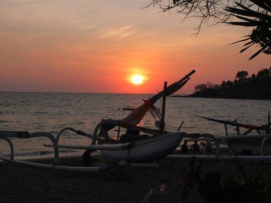 Puri Mas Boutique Resort & Spa: Senggigi Beach 5mins by cab from hotel