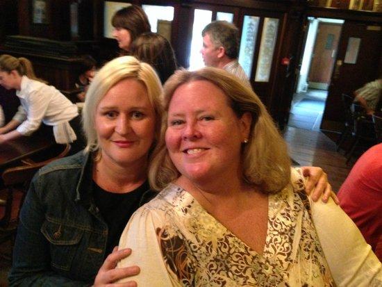 Poet's Corner Bar : Louise O'Grady
