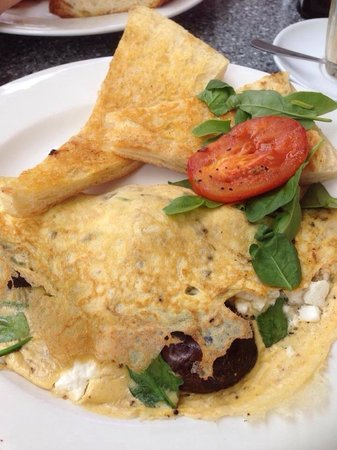 Cafe Fresq: Vegetarian Omelette served with Turkish bread - delicious!