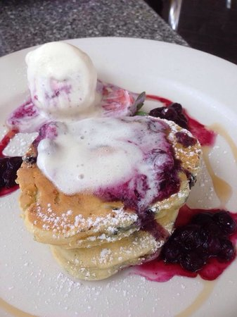 Cafe Fresq: Blueberry pancakes post ice cream melting a little - delicious!
