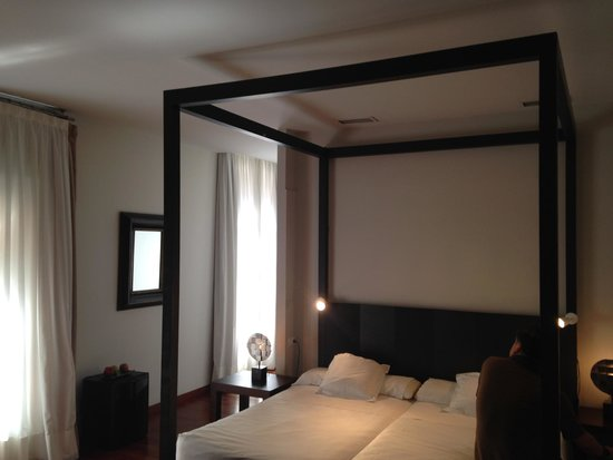 Hotel Banys Orientals: Our lovely suite at Hotel Banys Oriental Barcelona