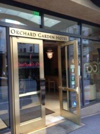 Orchard Garden Hotel: Entrance
