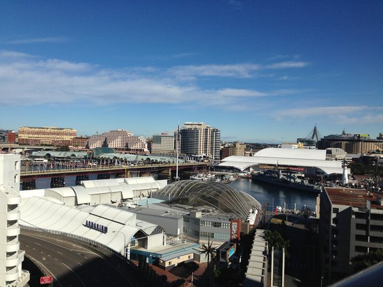 Metro Apartments On Darling Harbour : the view from our room