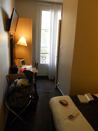 Hôtel Des Trois Gares : Room 301