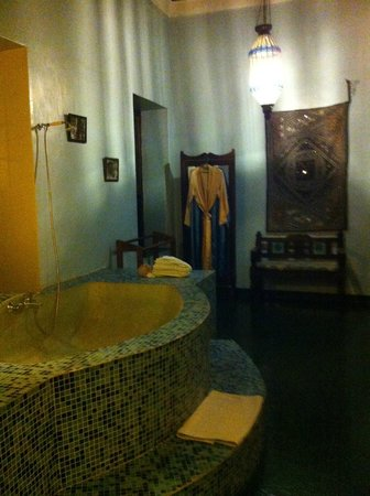 Zanzibar Palace Hotel: Couldn't resist a photo of the most opulent bathroom