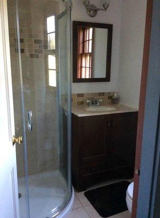 Apple Knoll Inn: Cottage bath