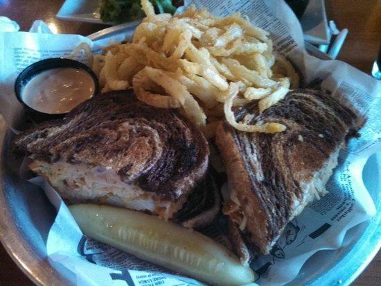 East Village Grille: Excellent grouper Rubens
