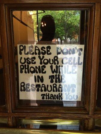 American Flatbread : No cell phones